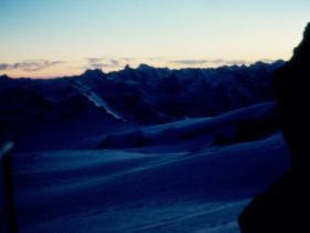 Večer před útokem na vrchol Kavkazu
