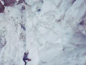 Tom v ledu